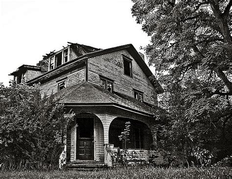 haunted houses in virginia readers share stories about living in haunted houses popsugar home