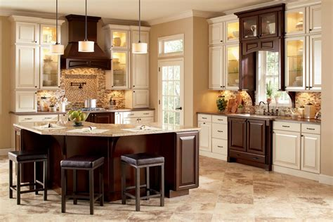 traditional kitchen backsplash using small tiles in neutral colors combined with brown and