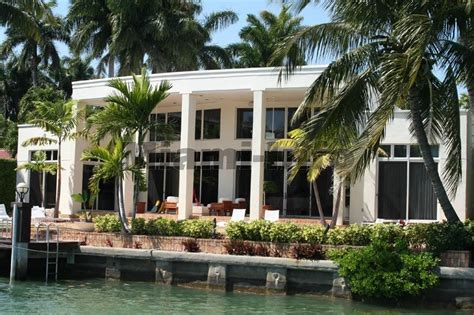 luxury custom home builders in miami and fort lauderdale look inside julio iglesiass resort like miami beach house