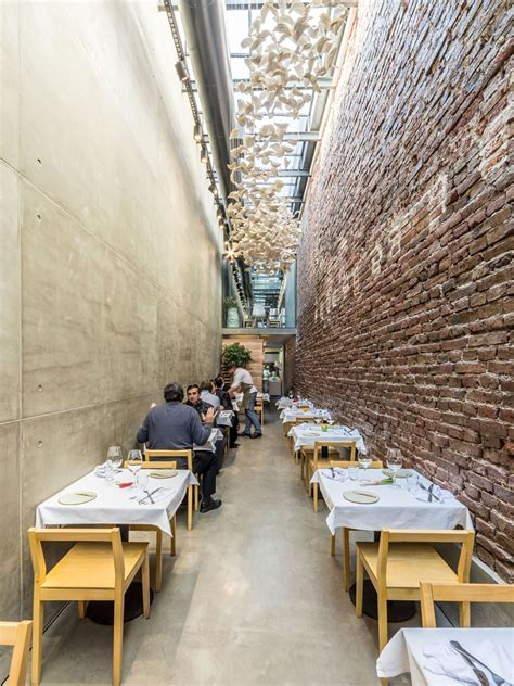 narrow alley transformed  cozy restaurant el