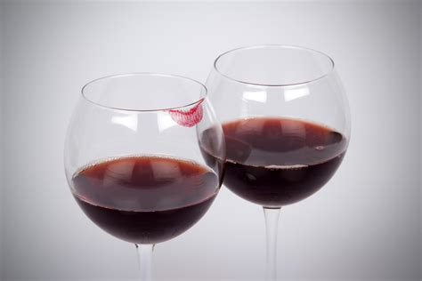 an easy way to keep your lipstick your wine glass