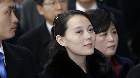 kim jong un s sister shakes hands with south korean leader