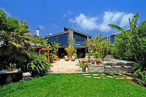 goldie hawn house goldie hawn kurt russell s house for sale in malibu celebrity house pictures