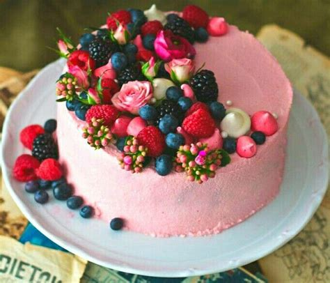 How To Decorate A Cake With Fresh Strawberries by Best 25 Fruit Cake Decorating Ideas On Cupcakes Decoration Awesome Strawberry Cake