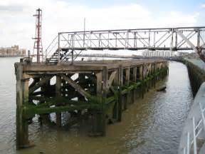 river thames jetties woolwich river thames jetty 169 nigel cox geograph