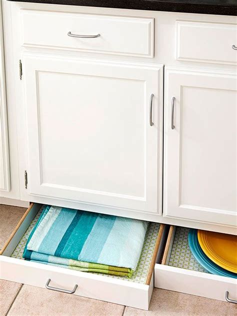 Roaches In Kitchen Cabinets Small White Kitchens Roaches Maximize Space And Small Kitchens