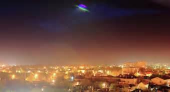 Lu Disco Light Ufo T3009 2 des ovnis ou des missiles dans le ciel californien