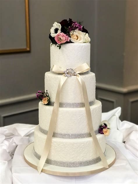 fondant wedding cakes kelly lou cakes