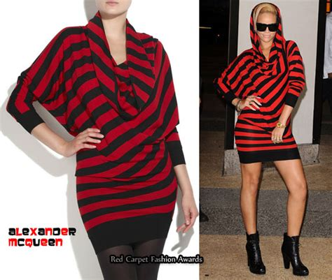 In Closet Mcqueen Carpet Fashion Awards by In Rihanna S Closet Mcqueen Asymmetric Stripe