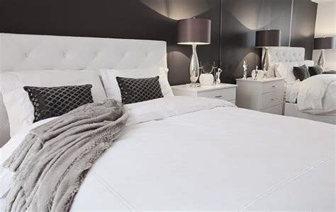 spicing   white bedroom  perfect backdrop