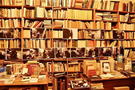 librerie piazza dante napoli cagna di crowdfunding per salvare la libreria dante
