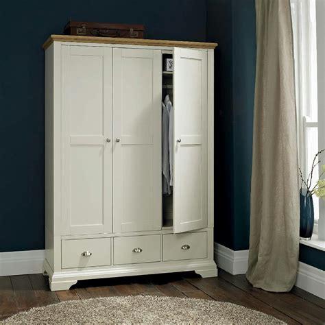 Lemari Pakaian Tiga Pintu lemari pakaian putih 3 pintu alecia home decor dekoras interior rumah