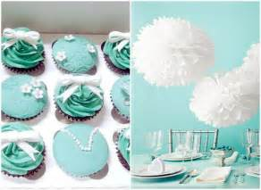 You can also think the whole theme to make it a tiffany wedding cake