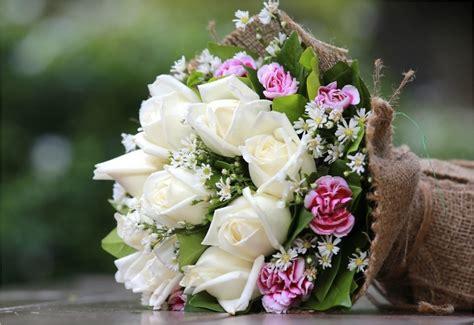 Bouquet De Fleurs Dans Un Vase by Choisir Un Vase Pour Mettre En Valeur Ses Jolis Bouquets