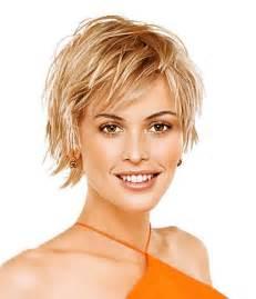 coupe courte femme cheveux fins rond