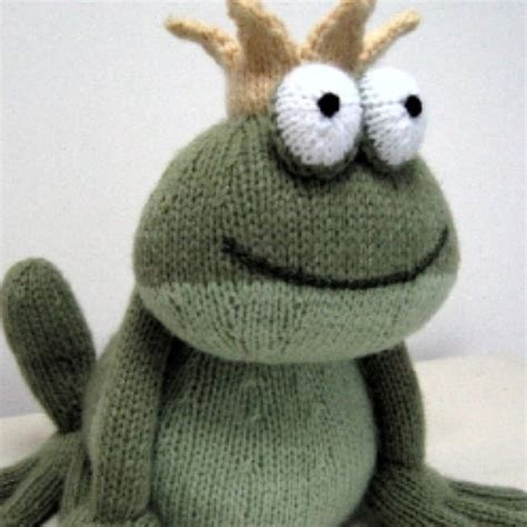 knitted frogs toys knitting and frogs on