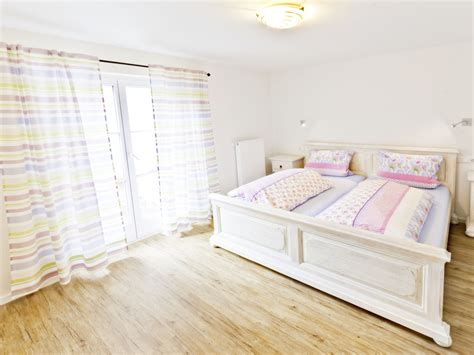 schlafzimmer doppelbett ferienwohnung dreher garmisch partenkirchen frau gabi