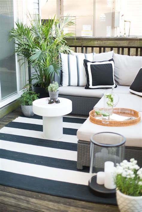 outdoor patio decor 25 best ideas about apartment balcony decorating on
