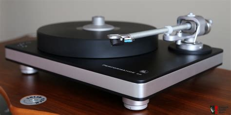 clear audio clearaudio performance dc turntable c w magnify tonearm
