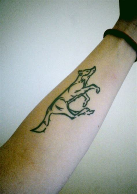 小臂帅气的狼图腾纹身