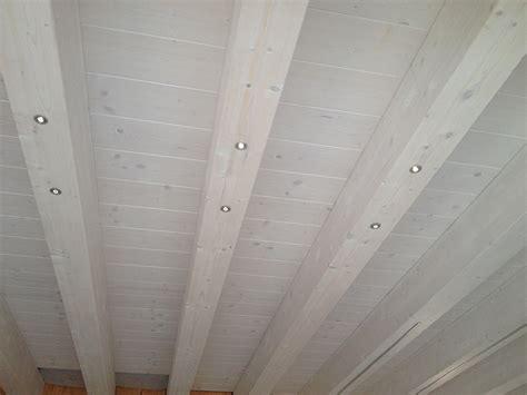 illuminazione tetti in legno tetti con illuminazione a led e travature in legno per