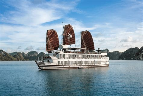 pelican junk boat halong bay travel vietnam how to do it in a week