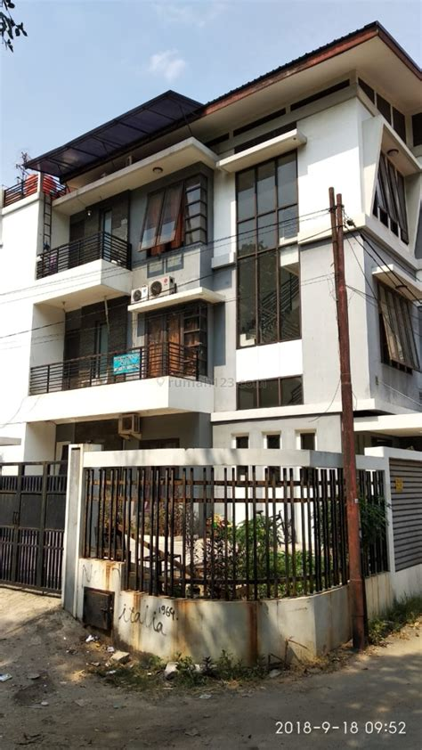 rumah dijual  lantai  kamar hos rumahcom