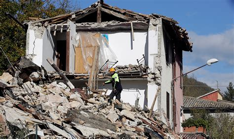 earthquake tremors tremors felt in rome after 6 6 magnitude earthquake hits