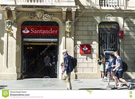 santander bank spanien santander bankfilial i barcelona redaktionell foto bild
