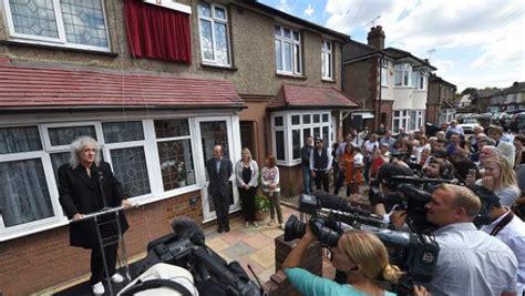 casa freddie mercury conmemoran primera casa en londres donde vivi 243 freddie