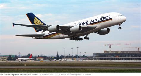 singapore airlines takes delivery   airbus  airline world