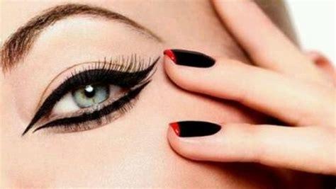 Eyeshadow Cair cara memakai eyeliner