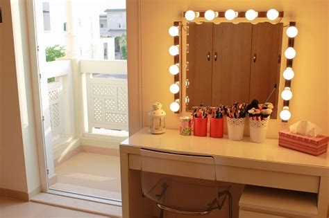 Bedroom Vanity With Mirror And Lights by 15 Fantastic Vanity Mirror With Lights For Bedroom Ideas