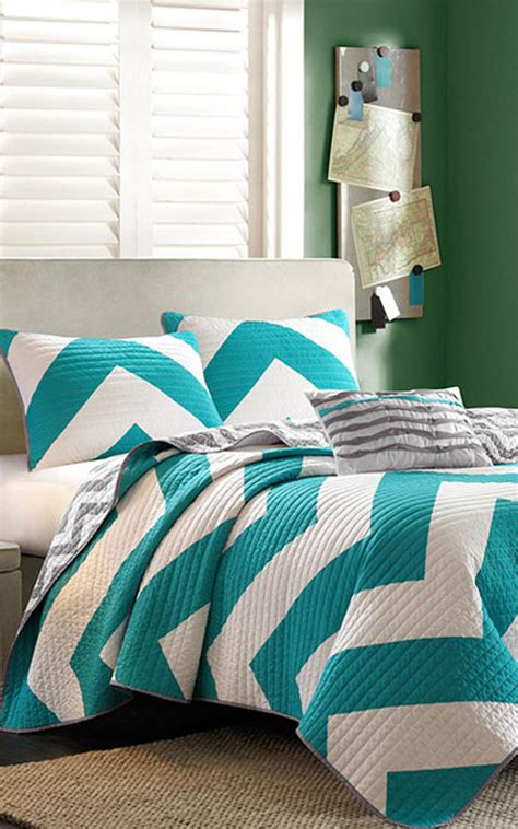 chevron bedrooms cute chevron quilt home goodness pinterest