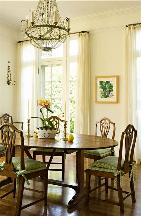traditional dining room chairs top 25 best traditional dining rooms ideas on