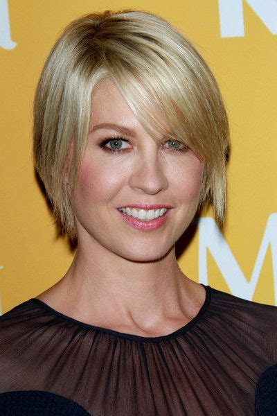 short hair on pinterest jenna elfman haircuts and cool haircuts jenna elfman growing out short hair gracefully