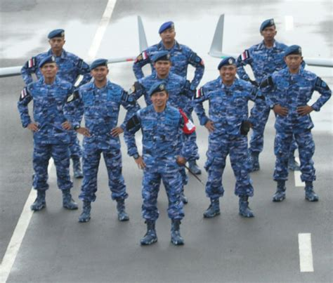 Topi Loreng Angkatan Laut Kri kenali tentara negara indonesia dengan membedakan warna