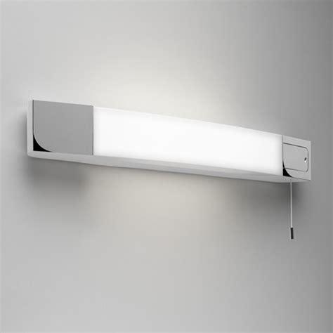 badezimmer vanity light mit steckdose klassische badezimmer spiegelleuchte chrom opalglas