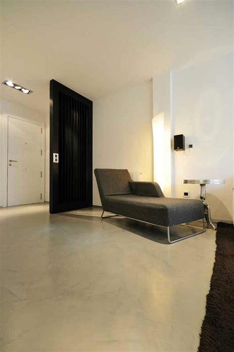 pavimento grigio chiaro pavimento in microcemento continuo pavimento moderno