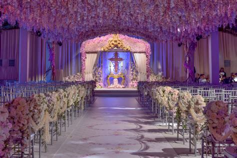 10 outrageous wedding receptions