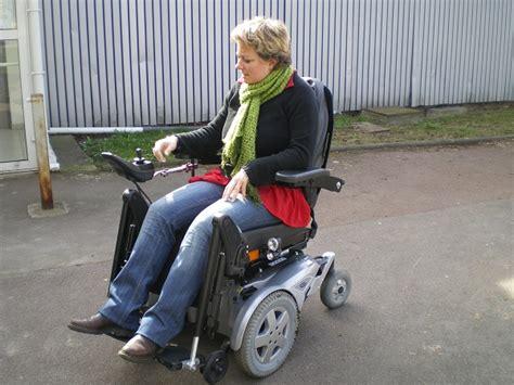 fauteuil roulant tout terrain occasion fauteuil roulant 233 lectrique 224 traction avant fdx fabriqu 233 par invacare