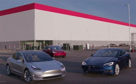 tesla outside tesla gigafactory will be open to visitors says ceo elon musk