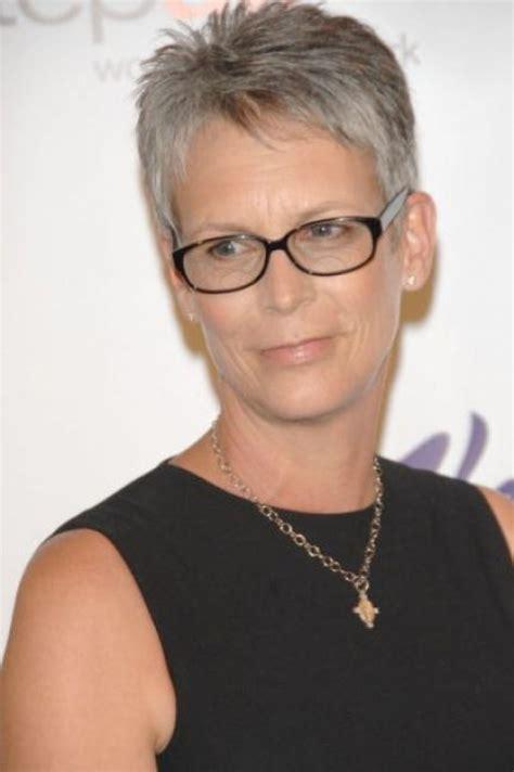 hairstyles glasses wearers pixie hairstyles wearing glasses cette femme dans la