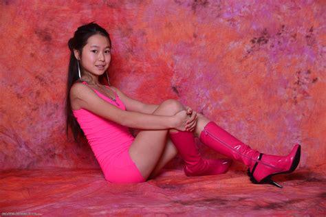silver starlets isabella pinkdress 1 058 modelblog silver starlets isabella red dress black models picture