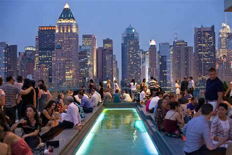 Top Roof Bars In Nyc by Manhattan S Rooftop Bars Heaven S Gates The New York Times
