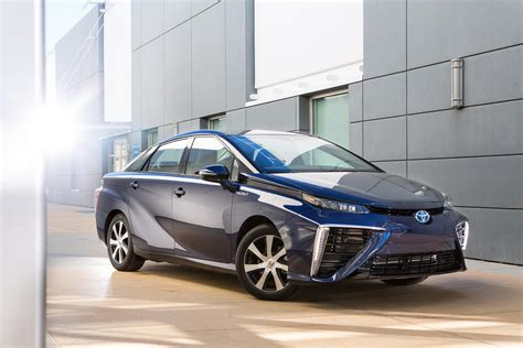 car toyota toyota mirai hydrogen car gets detailed has 300 mile
