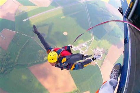 parachute 1 eleve 8496597970 le parachutisme episode 1 les premiers pas