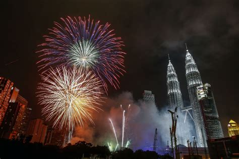new year events malaysia in photos new year 2015 around the world