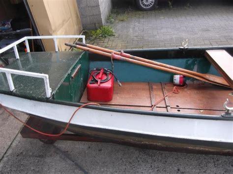roeiboot met motor stalen roeiboot met 7 5 pk mercury motor met losse tank