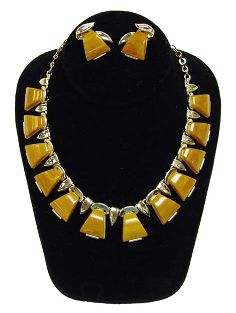 how to make bakelite jewelry vintage charel butterscotch bakelite necklace and earring set